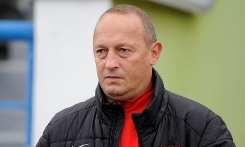«Уволенный» тренер вернулся в зарубежный клуб казахстанского футболиста. Он находился в отпуске