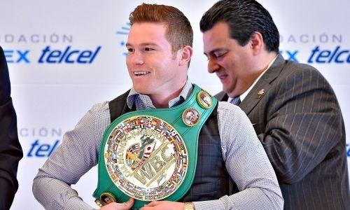 «Головкин запятнал наследие «Канело». Президента WBC раскритиковали за поддержку мексиканской звезды