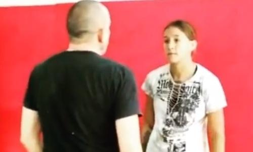 Первая казахстанка в истории в UFC показала новый урок самообороны. Видео
