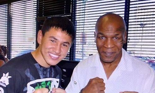 Непобежденный казахстанский боксер с титулом WBO показал совместные фото с Тайсоном
