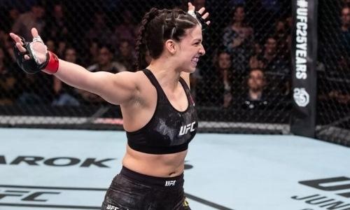 На турнире UFC состоялась историческая досрочная победа в первом раунде. Видео