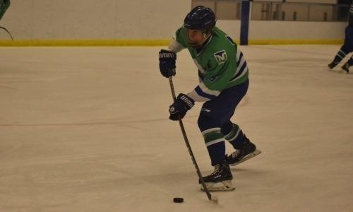 «Следующий сезон планирую отыграть в США. Другой вариант — Швеция». 17-летний форвард из Казахстана пробивается в большой хоккей за океаном