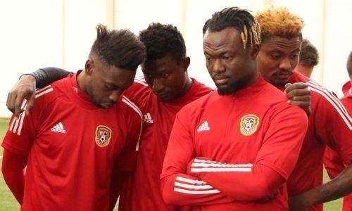 Африканские легионеры клуба КПЛ поддержали акцию против расовой дискриминации. Фото