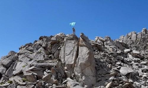 Юные алматинские альпинисты водрузили флаг Казахстана на горной вершине