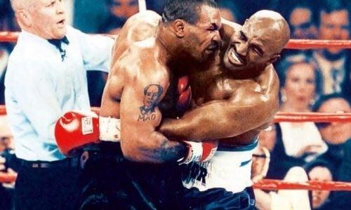 Один из самых скандальных боев в истории бокса. 23 года назад Тайсон откусил ухо Холифилду. Видео