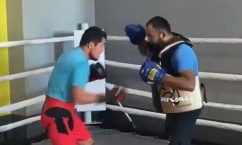 Непобежденный казахстанский боксер проводит тренировки в Нур-Султане. Видео