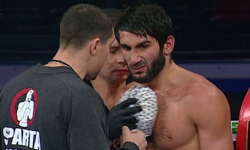 Мощный удар по печени на 1-й минуте боя принес украинскому боксеру первую победу нокаутом за шесть лет карьеры. Видео