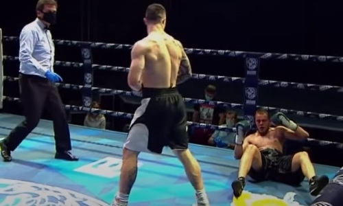 Российского боксера нокаутировали спустя три секунды после начала раунда. Видео