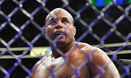 «Оставил огромное наследие». Экс-чемпион UFC поддержал Хабиба Нурмагомедова после смерти отца