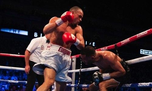 «Готов драться через два дня». Чемпион WBA высмеял Сондерса и вызвался сразиться с «Канело»