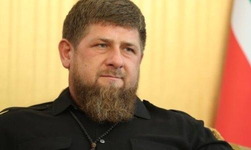 Кадыров простился с Нурмагомедовым-старшим и обнял Хабиба. Видео