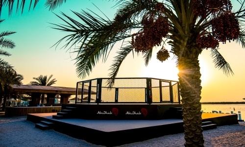 UFC показал красивые фото октагона на пляже «Бойцовского острова»