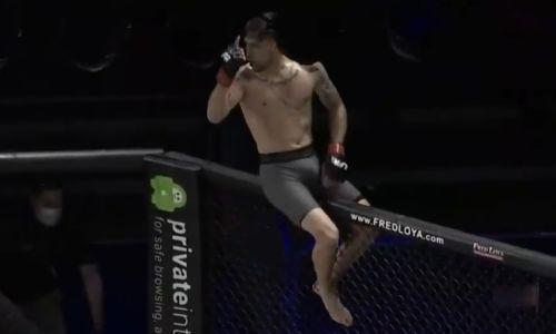 Боец MMA брутально нокаутировал соперника и проиграл. Видео