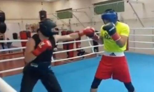 Казахстанские профи-боксеры продолжают подготовку к возвращению на ринг в Минске. Видео