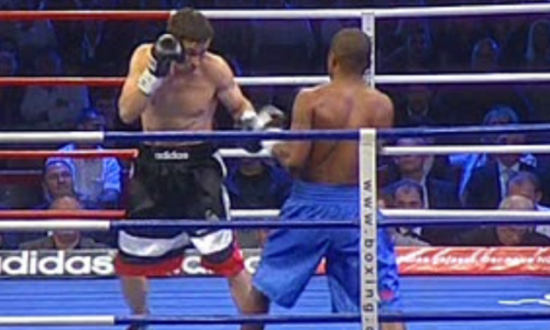 Избивал весь раунд. 11 лет назад Головкин уничтожил боксера мощной двойкой. Видео