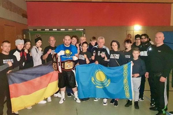 «Казахстан навсегда остался в моем сердце». Супертяж из Германии с 16 победами рассказал о своем прошлом, выступлениях в профи и желании привезти невесту из родной страны