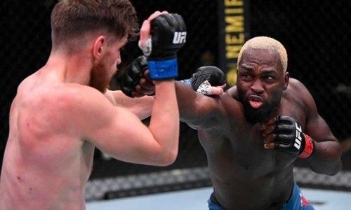 Главный бой турнира UFC в Лас-Вегасе завершился жестким нокаутом. Видео