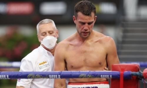 Титульный бой завершился нокаутом непобежденного британца после 14 побед. Видео