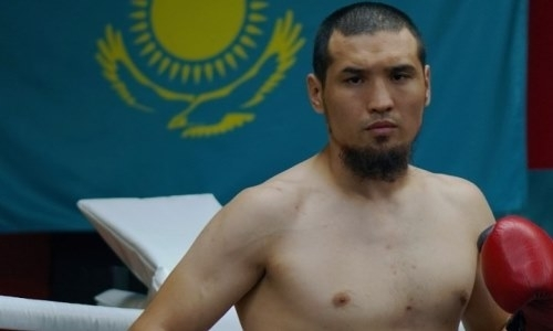 Даурен Елеусинов прошел взвешивание и дуэль взглядов перед боем за титул чемпиона WBC. Фото