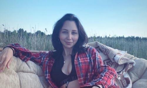 Российская соперница Турсынбаевой выложила фото в леопардовом платье с глубоким декольте