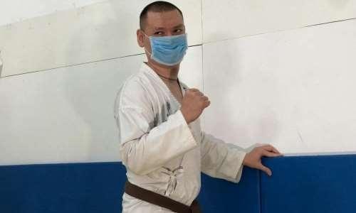 Спортсмену с ДЦП вручили черный пояс по карате в Нур-Султане
