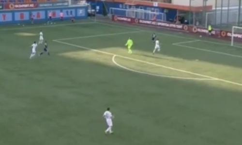 Дело Суюмбаева живо. Футболист «Тобола» с центра поля отдал голевой пас сопернику. Видео