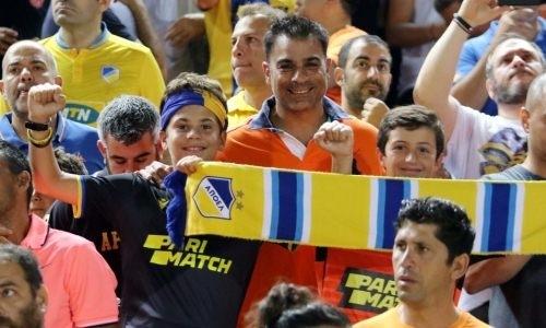 «Боже, помоги нам!». О чем говорят фанаты АПОЭЛа перед матчем с «Кайсаром» в Лиге Европы