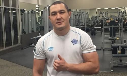 У непобежденного казахстанского боксера сменился соперник по бою за титул IBF в Казани