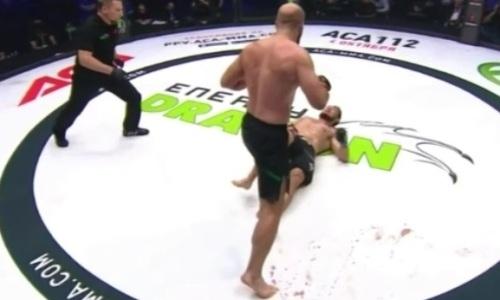 Как казахстанец Бакытжанулы вместо чемпионского боя получил прямой в челюсть и не смог подняться. Видео