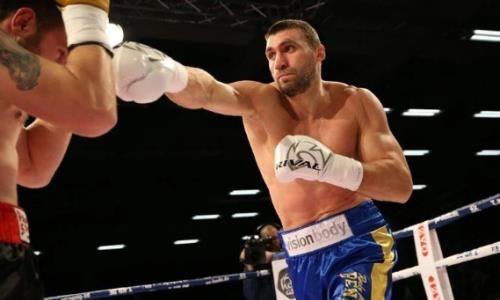 Непобежденный украинский супертяж выиграл бой нокаутом после жесткой «двоечки» одновременно с гонгом. Видео