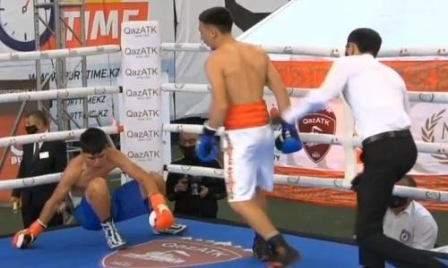 Казахстанский боксер сдался после нокдауна и жесткого избиения. Видео
