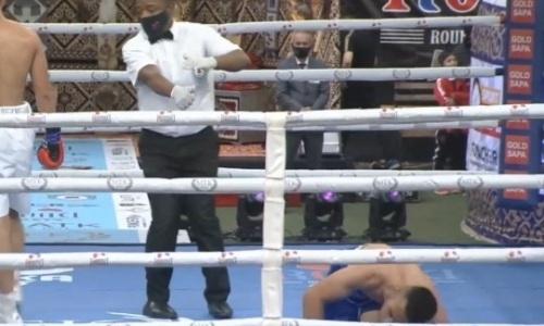 Казахстанский боксер отправил в нокдаун дебютанта и вышел в полуфинал отбора за титулы WBC и WBO. Видео
