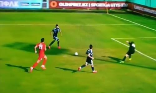 Потерялся в пространстве. Нападающий сборной Казахстана допустил чудовищный промах. Видео