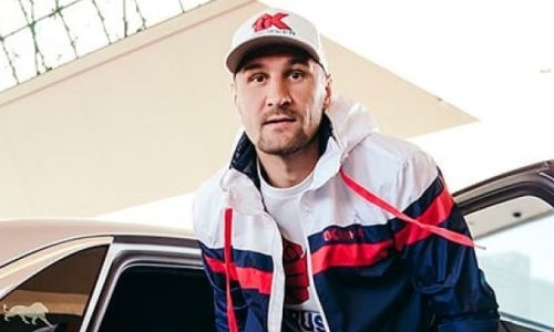 «Разогнал эту сутулую собаку». Ковалев выжал под 300 км/ч на новом автомобиле. Видео