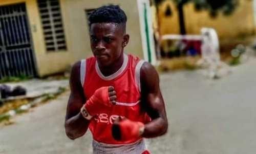 Непобедимый африканский боксер с 58 нокаутами в 78 боях просится в команду Головкина. Видео
