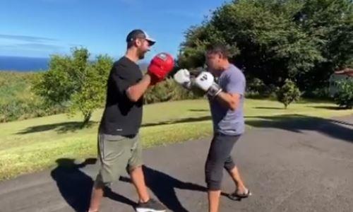Де Ла Хойя показал видео работы на лапах перед возвращением на ринг
