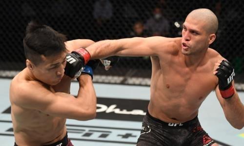Кровавым избиением и полным разгромом завершился главный бой турнира UFC. Видео