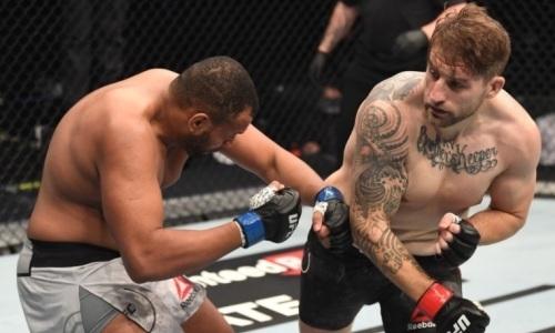 Американский полицейский за 45 секунд нокаутировал непобежденного тяжеловеса из UFC. Видео