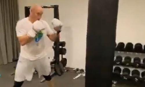 Казахстанский нокаутер-супертяж продемонстировал силу джеба перед возвращением на ринг. Видео