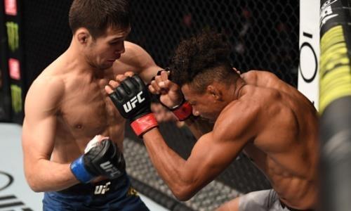 «Очень сильное выступление». Российские СМИ оценили дебют казахстанца Рахмонова в UFC