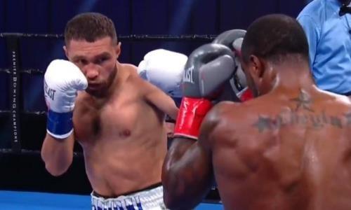 Неожиданным исходом завершился бой уроженца Казахстана за титул чемпиона мира. Видео