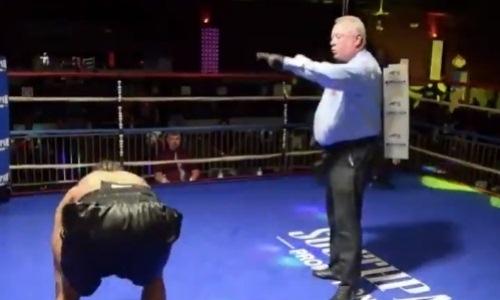Боксеры отправили друг друга в нокдаун и закончили бой нокаутом в первом раунде. Видео