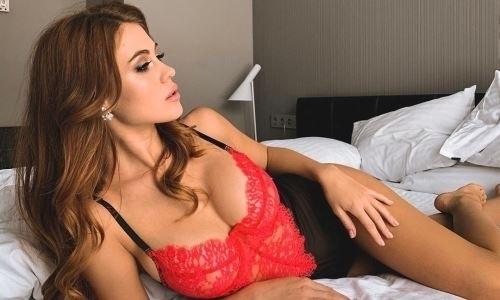 «Погрузила свои прекрасные чресла». Казахстанская спортсменка показала фотографию в сексуальном белье