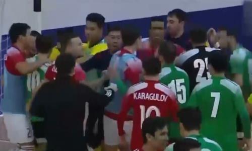 Настоящее побоище устроили игроки во время матча чемпионата Казахстана. Видео