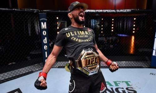 Главный бой турнира UFC закончился эффектной победой чемпиона в первом раунде. Видео