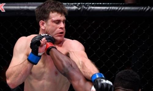 Американскому бойцу UFC «двоечкой» нанесли первое поражение в карьере. Видео нокаута