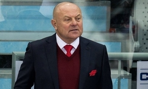 «Давно пора менять». Заслуженный тренер России рассказал, что происходит не так в раздевалке «Барыса»