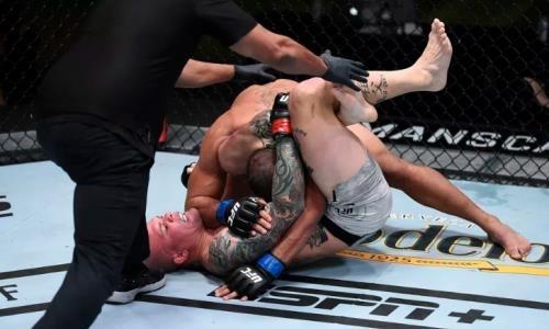 В стиле Хабиба. Главный бой турнира UFC закончился эффектной победой в первом раунде. Видео