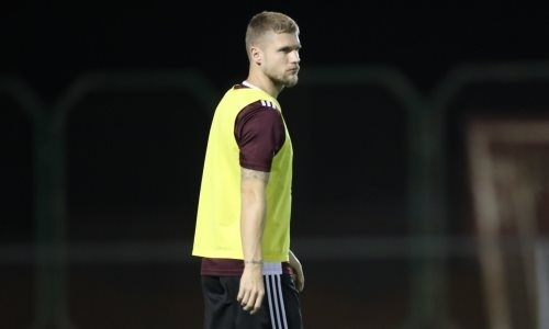 Казахстанец Меркель сыграл против экс-футболиста «Челси» и сборной Германии