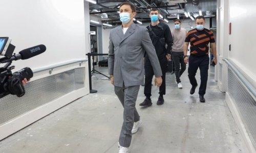 «Знаешь Ким Чен Ына?». Головкина потроллили за наряд и сравнили с Доктором Зло
